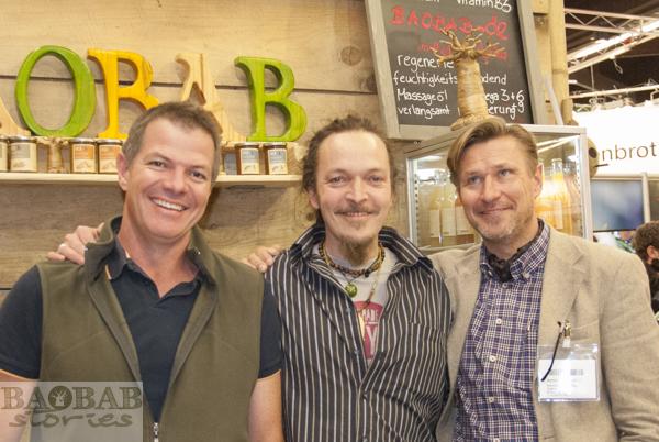 Baola Gründer Triebel (Mitte) mit Baobab Produzenten
