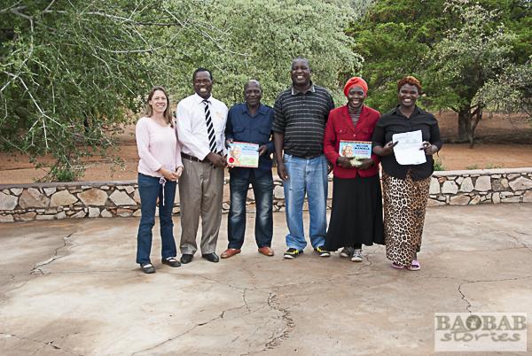 Honoratioren bei Spendenübergabe für den neuen Kindergarten