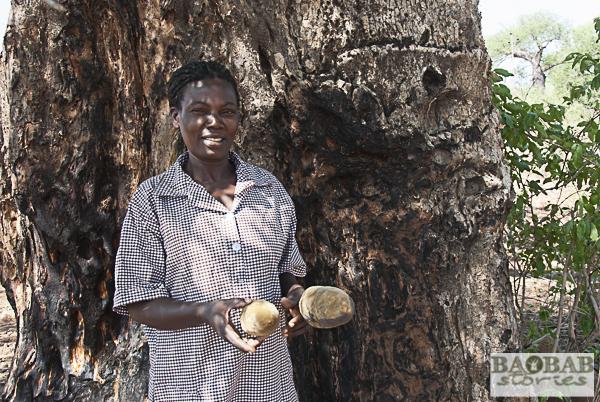 Rerai Mundengoma mit Baobab Früchten