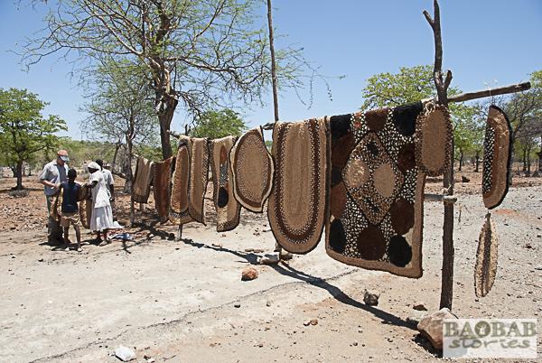 Baobab Teppiche an der Straße, Simbabwe
