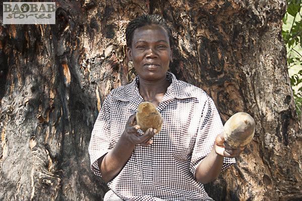 Rerai Mundengoma mit Baobabfrüchten