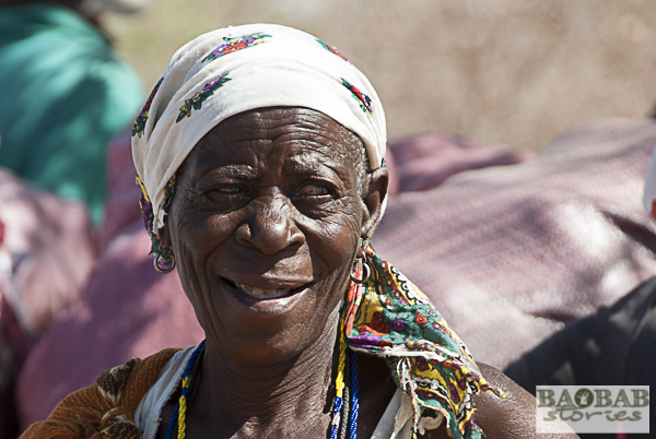 Baobab Fruchtsammlerin, bei Masvingo