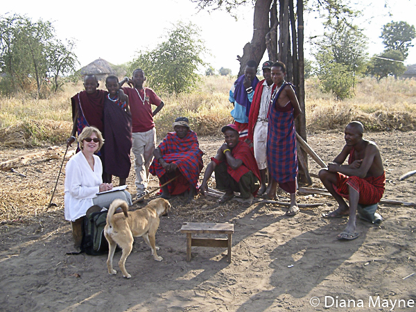 """Mama Mbuyu"", Diana Mayne bei den Maasai, Tansania"